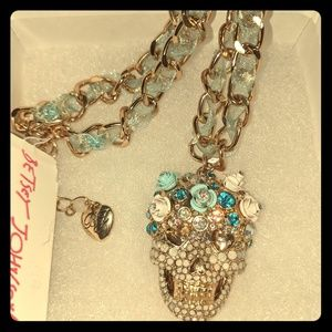 💋💋💋 BETSEY JOHNSON SKULL NECKLACE 💋 BETSEY YOU